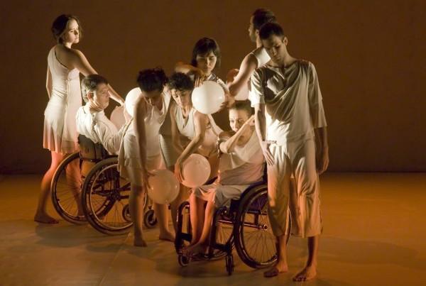 Espetáculo da coreógrafa Teresa Taquechel trata das possibilidades do movimento. Foto: -Jaime Acioli / Divulgação