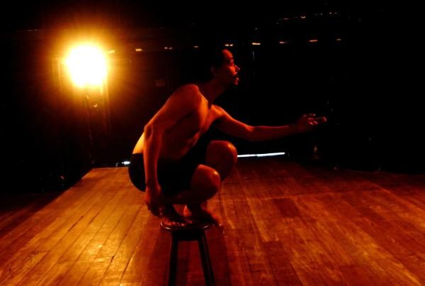 Espetáculo é dirigido por Santiago