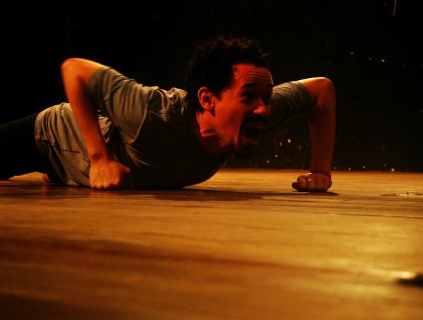O espetáculo In-di-ví-duo marcará também a estreia da Trupe Artemanha de investigação teatral na cidade do Recife.