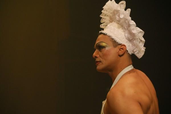 Marinho Falcão na cena de As Criadas. Foto: Ana Aragão