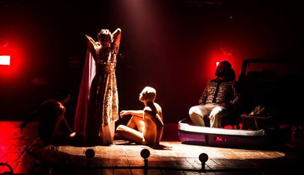 O diretor Marcondes Lima interpreta Estrela no espetáculo. Foto: Divulgação