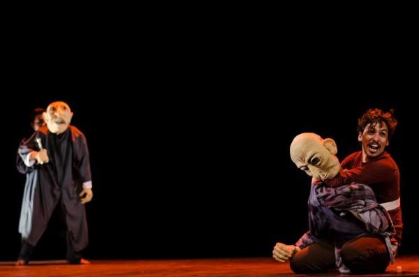 Peça utiliza técnica de teatro de bonecos geminado e tem texto baseado em Victor Hugo. Foto: Divulgaão
