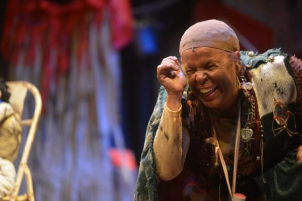 Sob direção de Iradilson Bispo, a atriz Isabel Santos interpreta Senhora dos Restos
