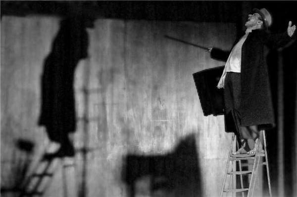 Samir Murad traz ao Recife o espetáculo performático Para acabar de vez com o julgamento de Artaud