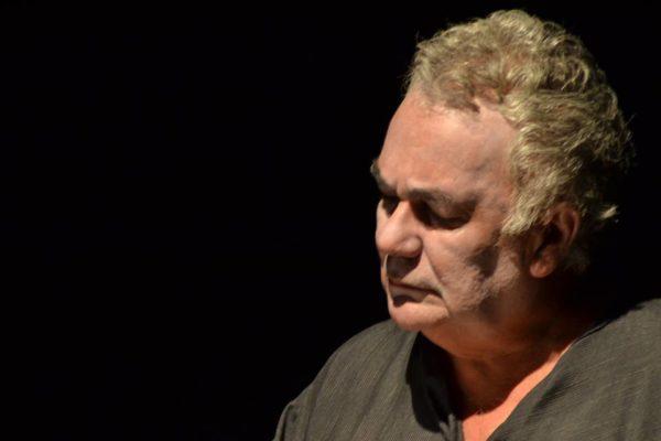 Albemar Araújo na leitura dramatiza Medea - O Evangelho. Foto: Reprodução do Facebook