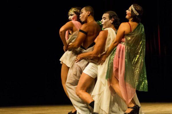 Montagem utiliza coreografias simples. Fotos: Wellington Dantas/Divulgação