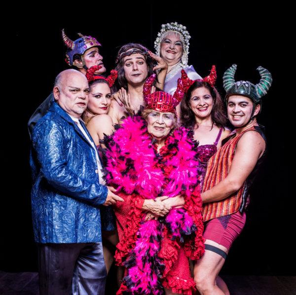 IIlva Nino lidera elenco de teatro d revista. Foto: Daryan Dornelles
