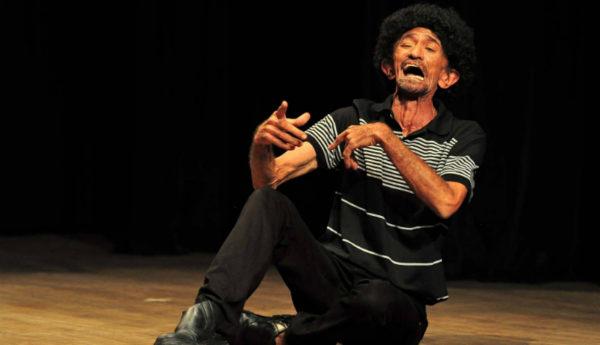 Sebá Alves é o homenageado do Janeiro de Grandes Espetáculos e protagoniza o musical Olha pro Céu Meu Amor