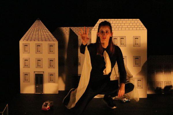 Mônica Lage Cunha em O Príncipe Feliz. Foto: Leandro Fernandes