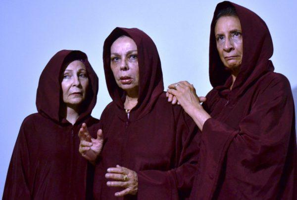 Isa Fernandes, Suzana Costa e Sonia Biebard em Três Tristes Gregas. Foto: Gustavo Túlio / Divulgação