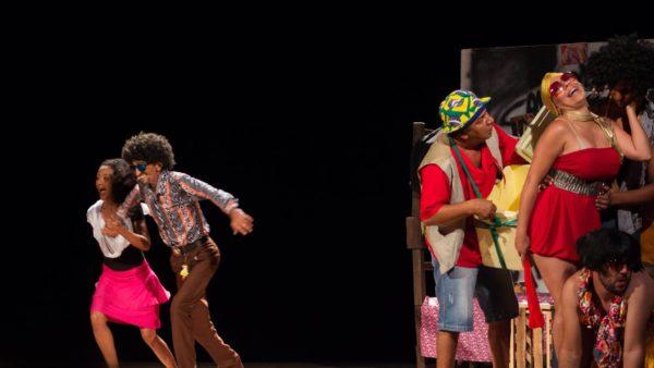 Olah pro Céu Meu Amor em apresentação no Teatro de Santa Isabel. Foto: Divulgação