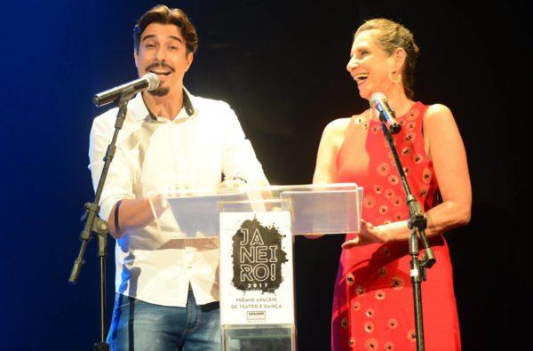 Atores Alexandre Guimarães e Sonia Bierbard, apresentadores da noite