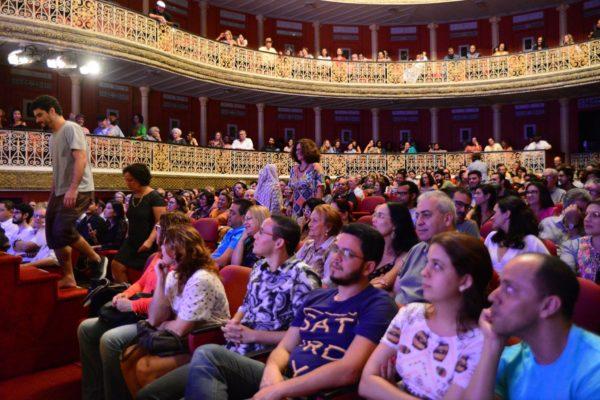 Teatro de Santa Isabel lotado, foto da segunda sessão de O Avesso do Claustro. Foto: Pedro Portugal