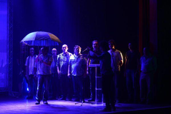 Homenagem a Flávio Santos pelo equipe do espetáculo Sistema 25. Fotos: Pedro Portugal