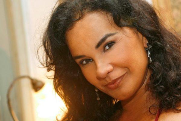 Solange Couto interpreta terapeuta e sexóloga