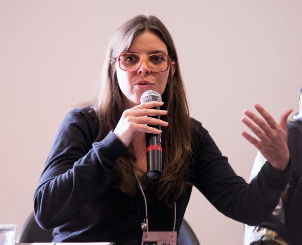 Daniele Ávila Small ministra ofcina sobre teatro documentário. Foto: FTC