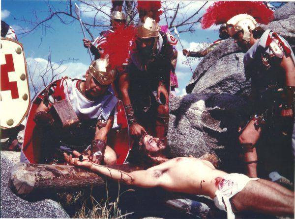 Cena da Crucificação em Nova Jerusalém, onde o ator interpretou Jesus por 19 anos. Foto: Arquivo José Pimentel