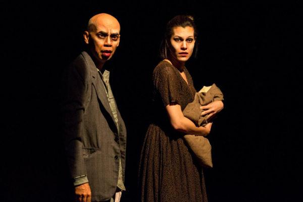 Fábio Caio e Hermila Guedes em Angu de Sangue, peça que movimenta a maratona do coletivo