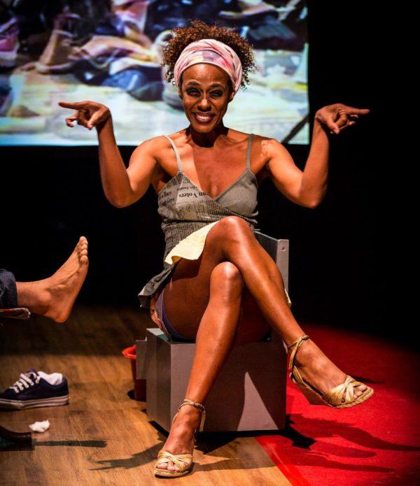 Gheuza Sena no papel da manicure. Foto: Alex Ribeiro