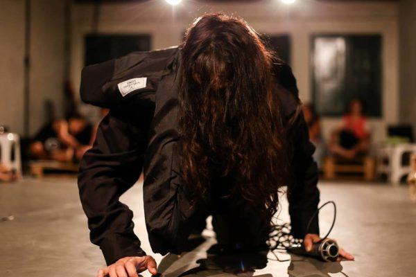 Ragnok, com a DIG Cia de Dança-teatro, na atuação de Pollyana Monteiro. Foto Paulo Michelloto