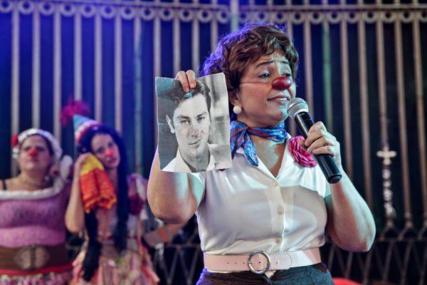 Ana Nogueira com sua Palhaça Dona Pequena. Foto: Ricardo Maciel