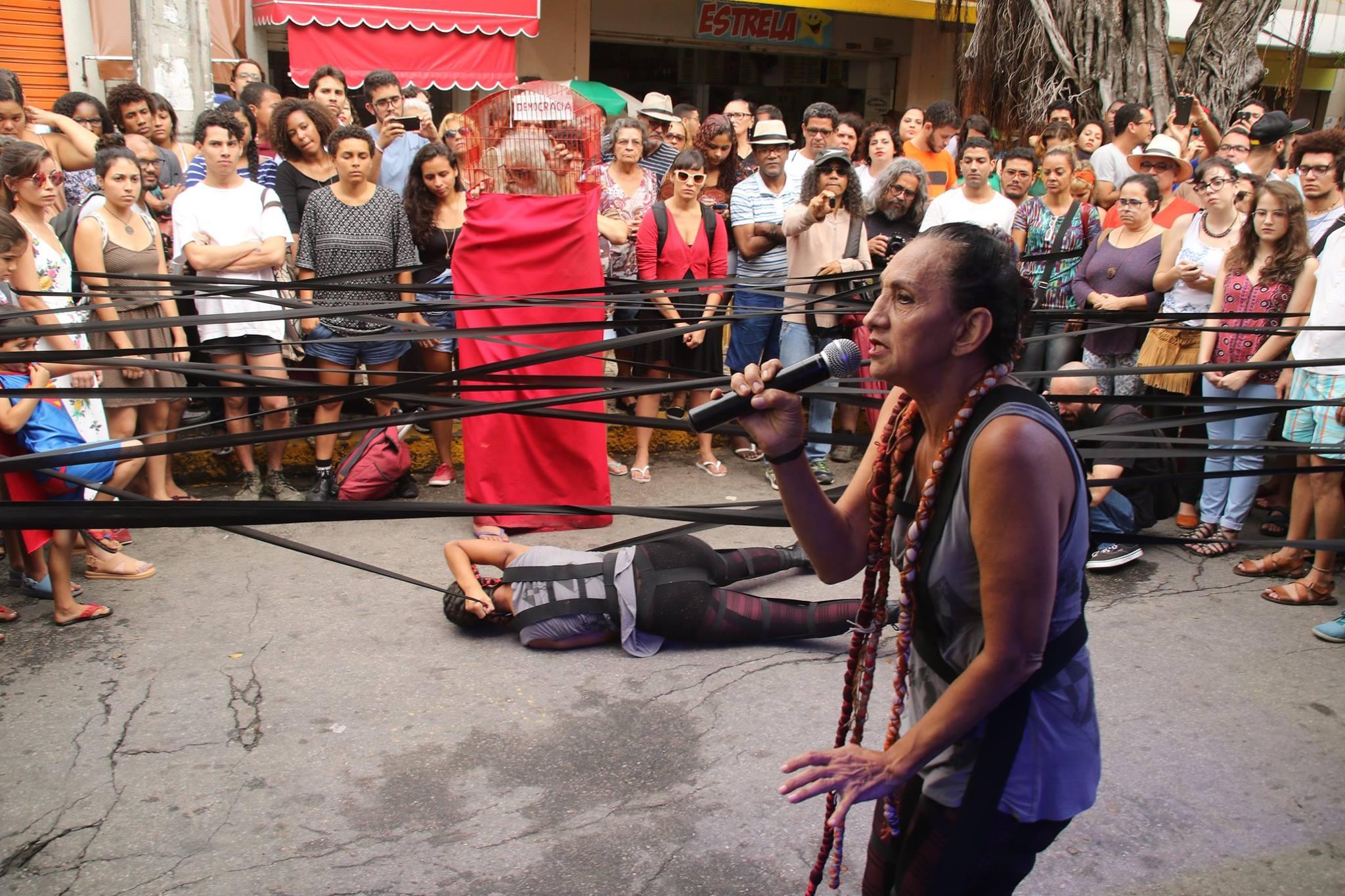 Nem tente, do Grupo Totem. foto Xirumba Amorim