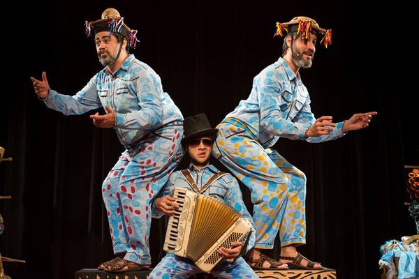 Espetáculo é inspirado na literatura de cordel e no teatro de mamulengo. Foto: Rogério Alves - Sobrado423