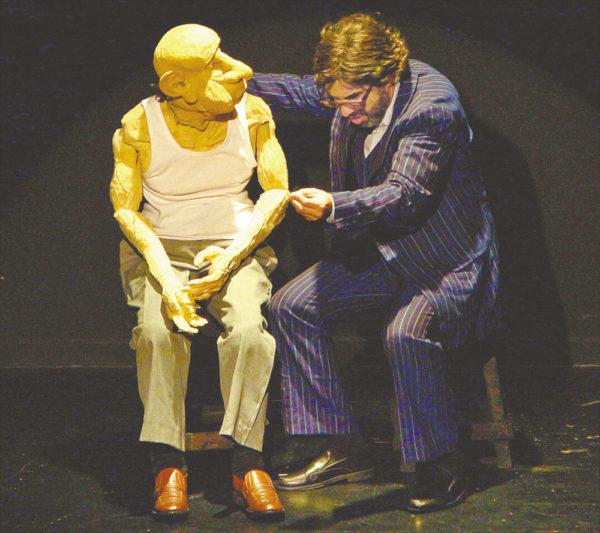 Sergio Mercurio apresenta 8 sessões do espetáculo Aqueles Velhos de.., último da trilogia sobre a velhice.