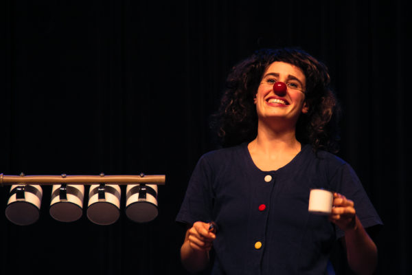 Giullia Cooper em Chá Comigo. Foto: divulgação