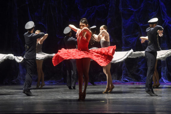 Balé Teatro Guaíra com Carmen. Foto: Kraw Penas/ Divulgação