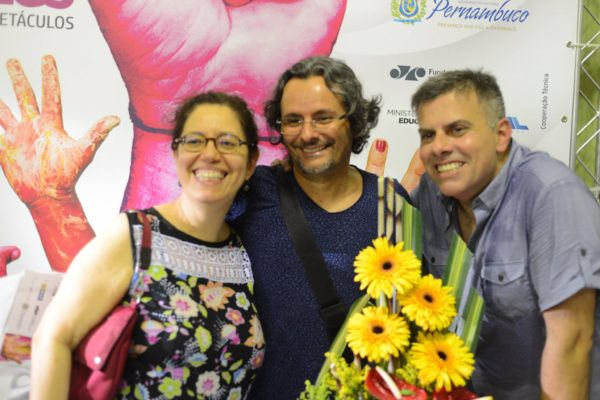 Escritora e jornalista Crla Denise, encenador Marcondes Lima e Cleodon Coelho. Foto Pedro Portugal