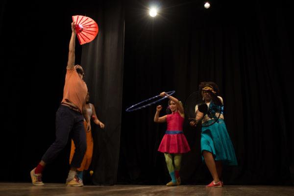 Tutorial de tudo faz última sessão no Teatro Joaquim Cardozo. Foto: Doralice Lopes