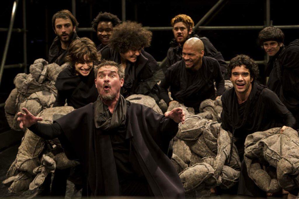 Antes de definir papeis, todos os atores do elenco ensaiaram todos os personagens. Foto: Roberto Pontes/Divulgação