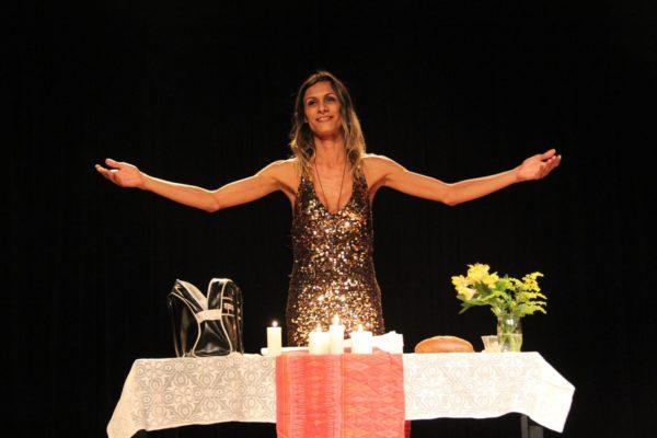 Renata Carvalho, em cena de 'O Evangelho segundo Jesus, Rainha do Céu'Foto Leonardo Pastor / Divulgação