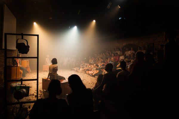 Espera o outono, Alice, do AMARÉ Grupo de Teatro, foi o terceira montagem a sair do festival. Foto Arnaldo Sete