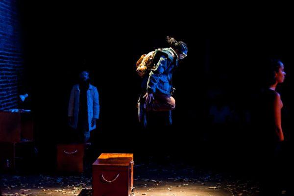 A peça, que segue em março para Portugal, faz uma reflexão sobre as perdas que temos ao longo da vida e sobre o ímpeto de viver.